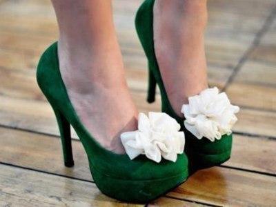 С чем носить зеленые туфли  e32ee7494d8